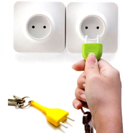 Брелок и держатель для ключа Розетка желтая Unplug Qualy